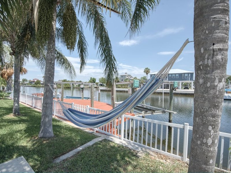 Entire Home, Direct Gulf Access, West Sunsets, Come Relax, holiday rental in Hernando Beach