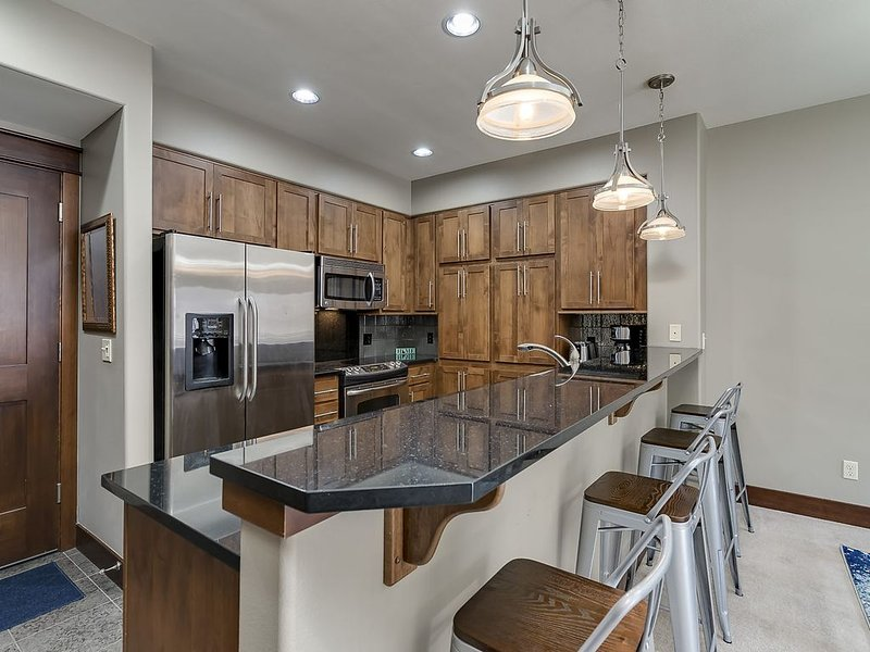 Beautiful Coeur d'Alene Condo by Beach & Downtown!, holiday rental in Post Falls