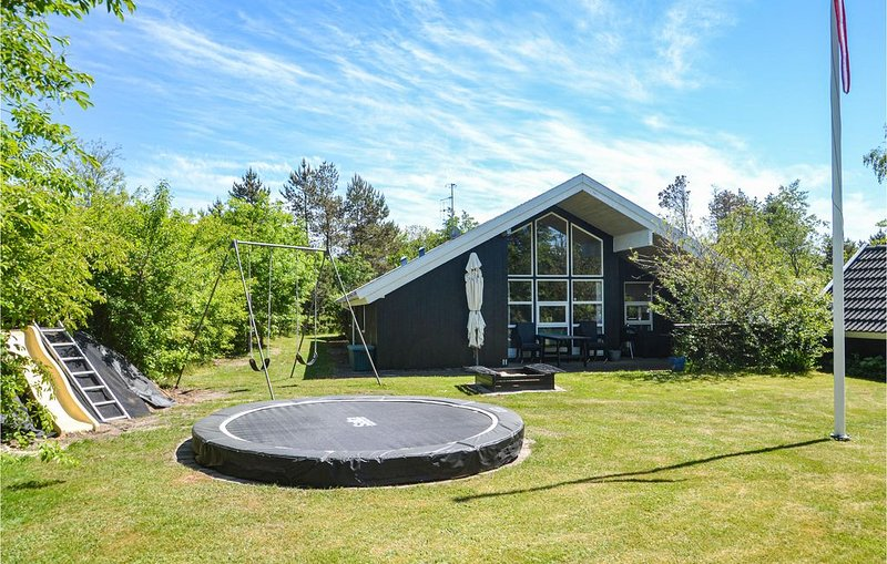 4 bedroom accommodation in Oksbøl, holiday rental in Henne Strand