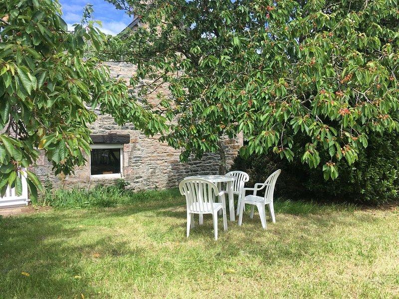 Hübsches kleines Häuschen auf der Wiese... für 4 bis 5 Personen., vacation rental in Plurien