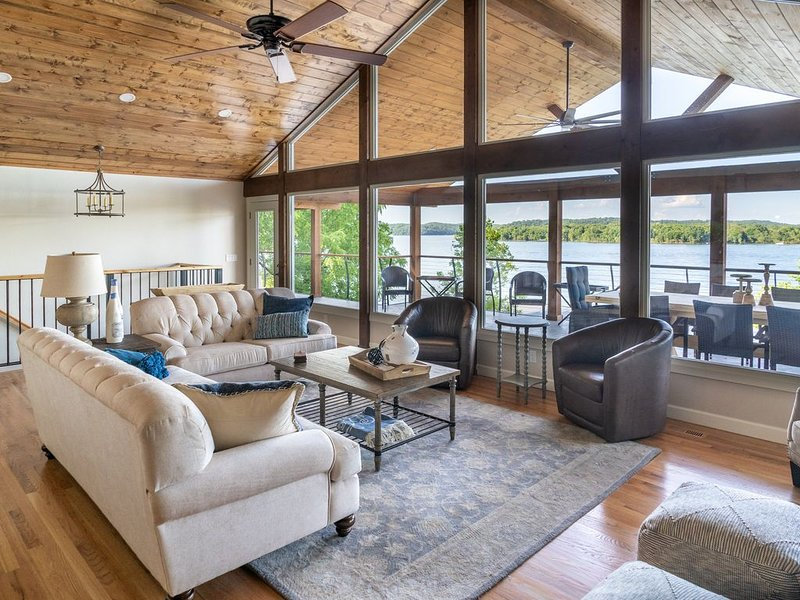 Water Front Lake House with incredible views.  Brand new to VRBO., holiday rental in Rogers