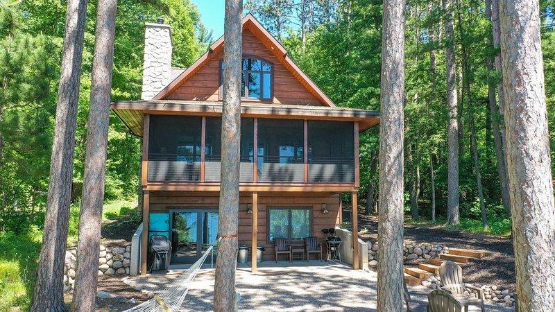 White Pine Inn at Sunset Lake, location de vacances à Saxeville