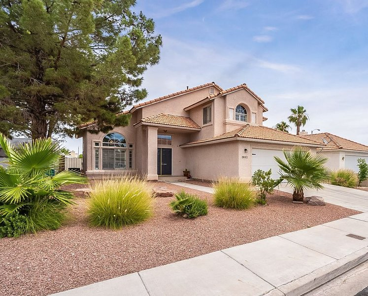 ☀️ Bright & Cozy☀️ Home just 6 min to Airport & 10 min to Strip- Family Friendly, holiday rental in Henderson