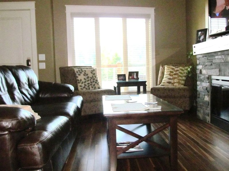 Fully Furnished 3 Bedroom Modern Townhouse, casa vacanza a Invermere