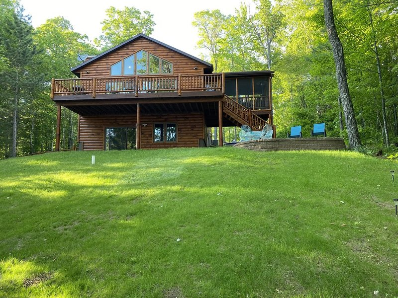 Beautiful Cabin on Clear Lake, holiday rental in Harshaw
