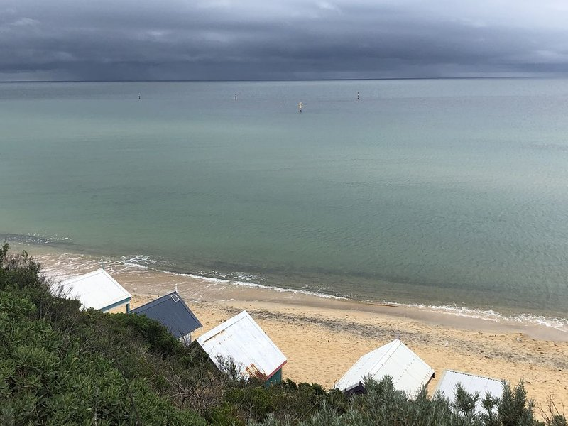 Pet friendly beachfront haven - Fisherman's Beach Mornington, alquiler de vacaciones en Seaford