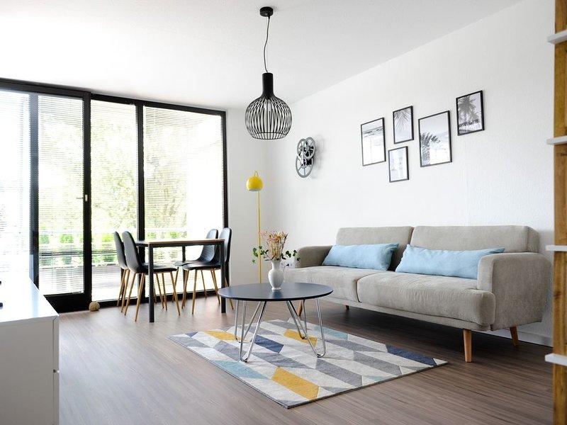 Moderne Ferienwohnung mit schönem Sonnenbalkon, holiday rental in Heessen
