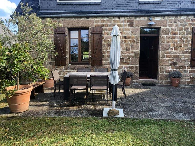 Authentique Maison Bretonne en granit rose, casa vacanza a Tregastel