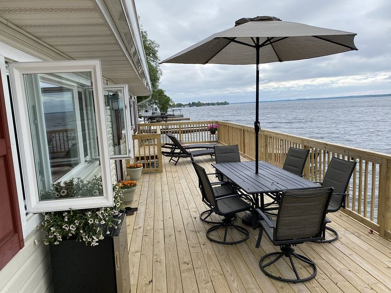 Newly Renovated Spacious Pillar Point Lake House, holiday rental in Dexter