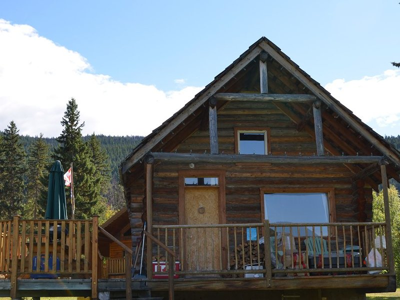 Cosy Lakefront Log Cabin, vacation rental in Lone Butte
