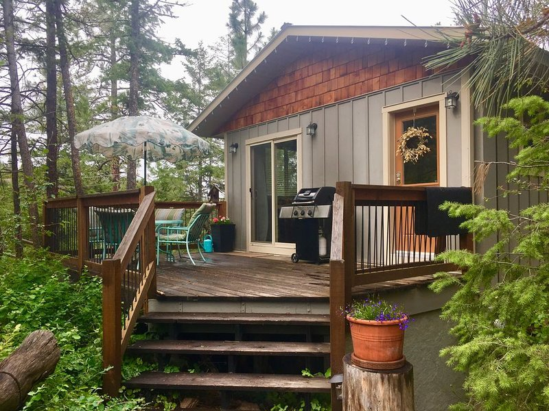 Private Country Cottage With Hiking, Riding, Golf, Wineries And Beaches., holiday rental in Okanagan Falls