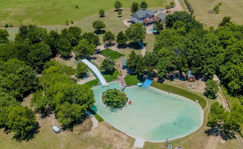Amazing Private Retreat for Families & Friends Just Minutes from Dallas, vacation rental in Ennis