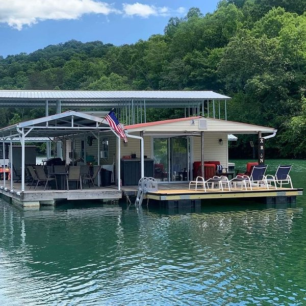 Xtra Nauti New 3 Bedroom Floating Home, holiday rental in Caryville