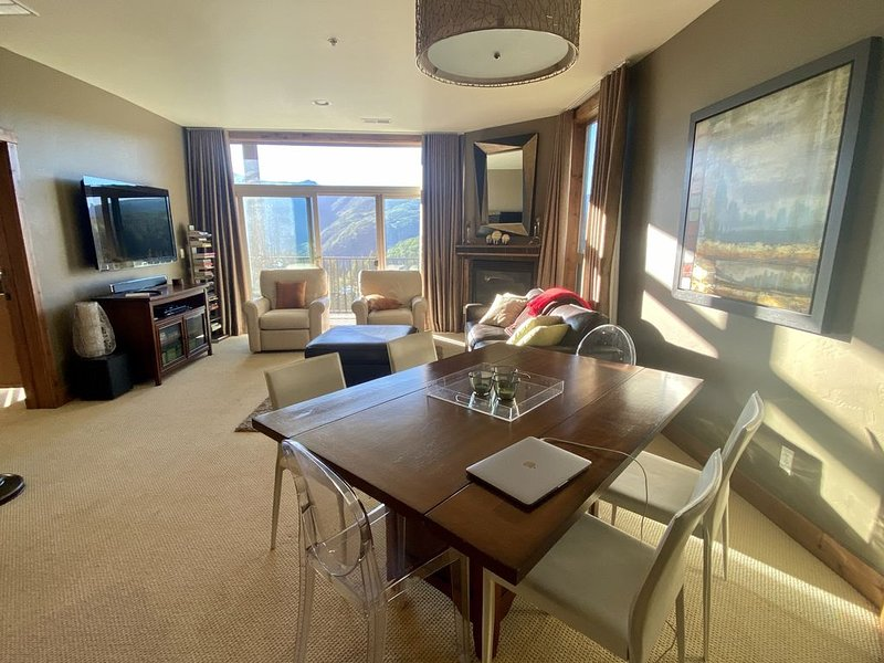 3 Bed 3 bath + Den Luxury Condo Amazing Views! Sleeps 10, holiday rental in Purgatory