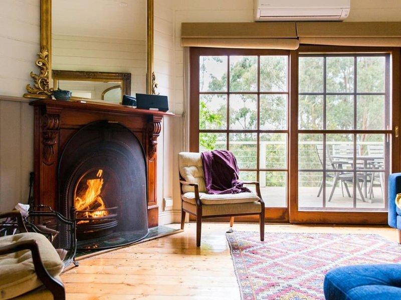Oakwood Retreat - Complete Seclusion - Dog Friendly - Wood Fire, location de vacances à Johanna