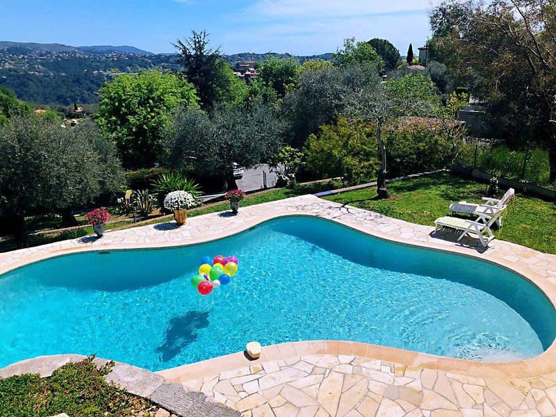 BEAUTIFUL FAMILY VILLA with AMAZING VIEWS and PRIVATE POOL in BIG  GARDENS, vacation rental in Le Broc