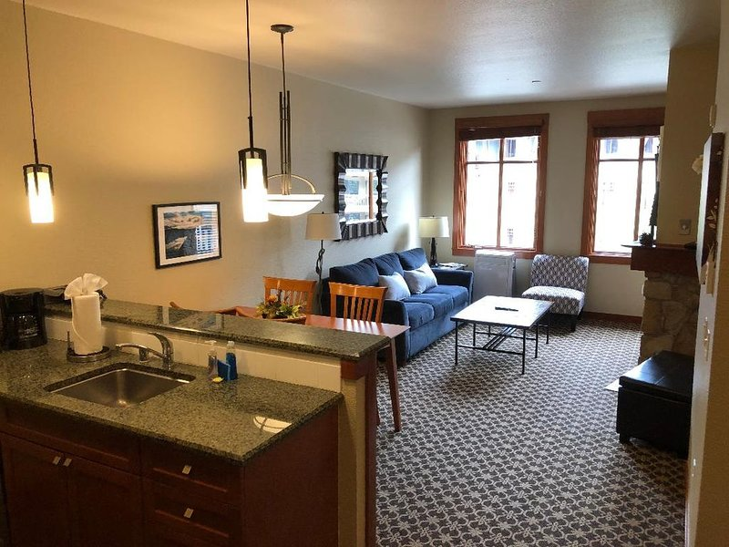 Prime location in Squaw Village.  Book now! 1 Bdrm (sleeps 4), holiday rental in Squaw Valley