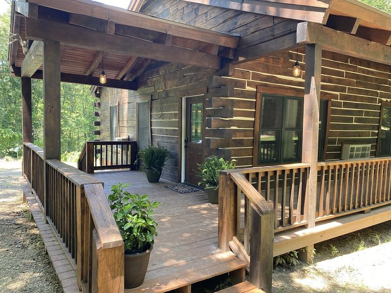 Our 2nd Luxury Cabin shares Native American Charm & Contemporary Comfort, vacation rental in Makanda