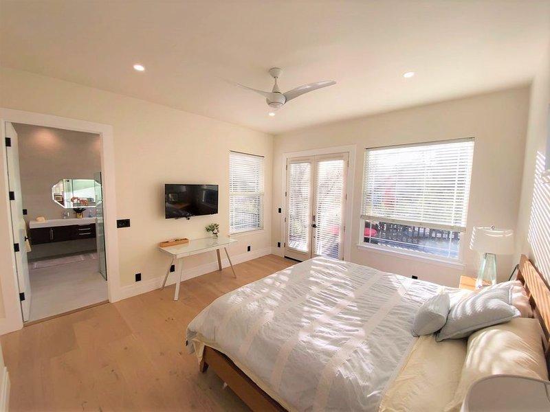 Safe, Private, Separate Entrance, New Suite + Bath + patio, alquiler vacacional en Los Gatos