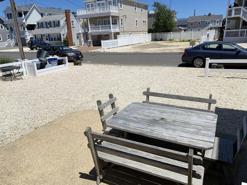 Beach Haven- Pet friendly duplex 5 houses from beach, location de vacances à Beach Haven