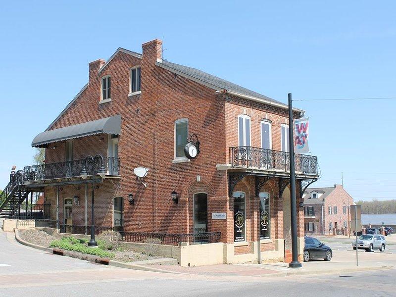 Historical 'Kage House' Short Term Rental, holiday rental in Cape Girardeau