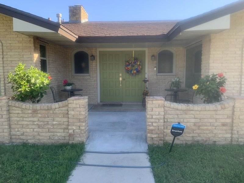 Family Friendly for BMT, Sea World, Fiesta Texas, holiday rental in Castle Hills