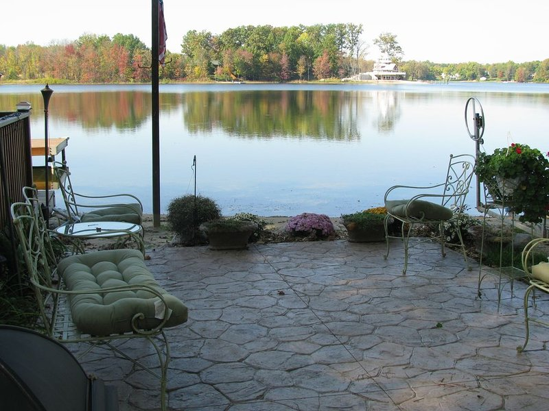 Beautiful Lake Home with Tiki Bar for EXTRA FUN, holiday rental in Gobles