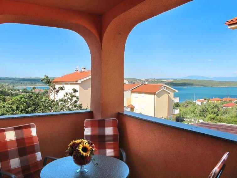 Apartment Haus Mario  in Dobrinj, Isle of Krk - 5 persons, 2 bedrooms, aluguéis de temporada em Klimno