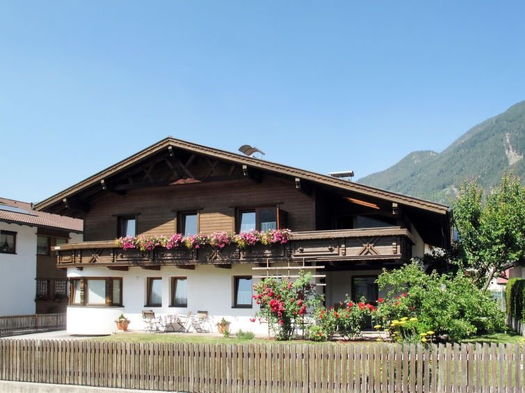 Apartment Haus Apart Grazia  in Prutz, Oberinntal - 7 persons, 3 bedrooms, holiday rental in Kaunerberg