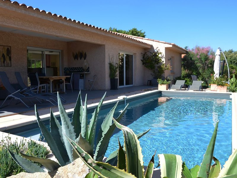 Villa, au calme,  piscine privée,  2 chambres pour 5 personnes, alquiler de vacaciones en San-Gavino-di-Carbini