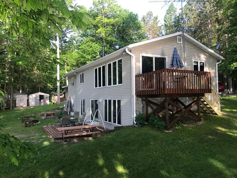 Waterfront Lake House / Cabin on Crane Lake near Pickerel WI  - see our video!, vacation rental in Summit Lake