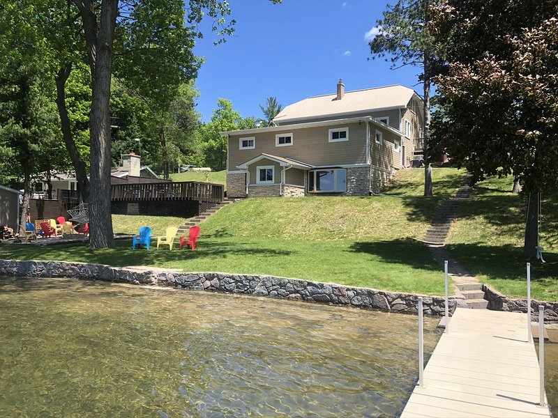 8 Bedroom Lakehouse! Sleeps 23+  Perfect For Families & Groups!, aluguéis de temporada em Mount Morris