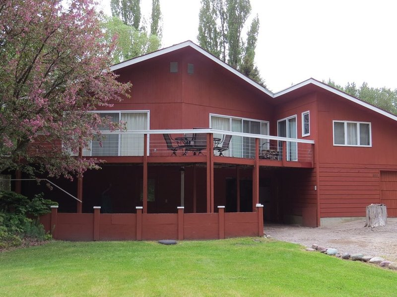 Club Ted , 5 minutes from Glacier Park Entrance., aluguéis de temporada em West Glacier
