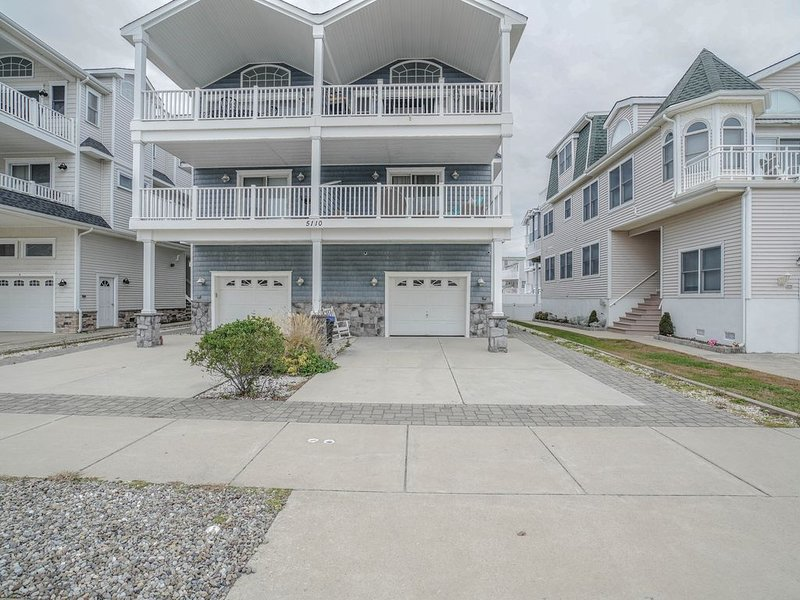 New style 5 bed 4 bath with wet Bar, holiday rental in Sea Isle City