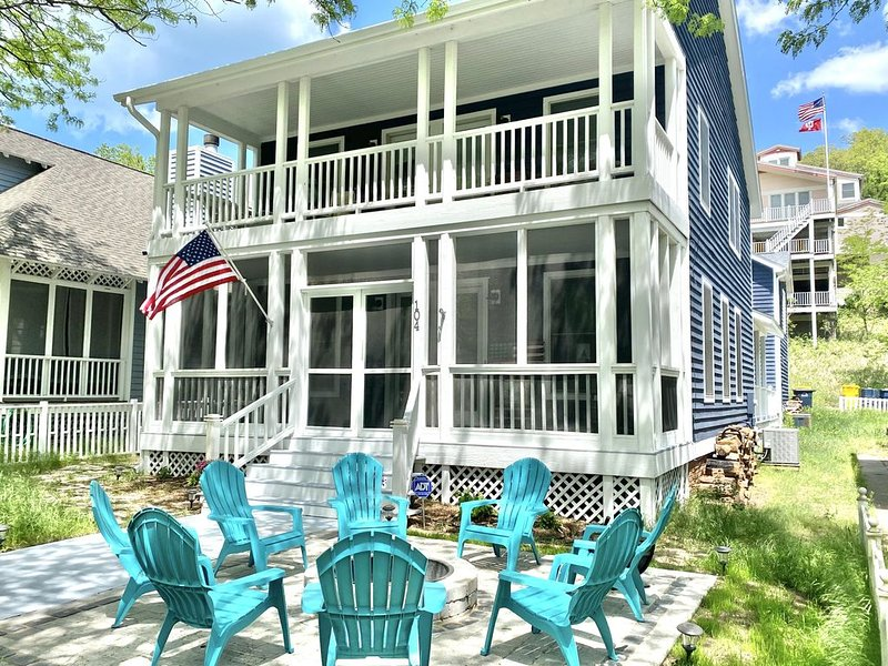3+Br/2.5Ba Home * Beachwalk - Steps to Lake Michigan! Newly Remodeled 2019!, vacation rental in Long Beach