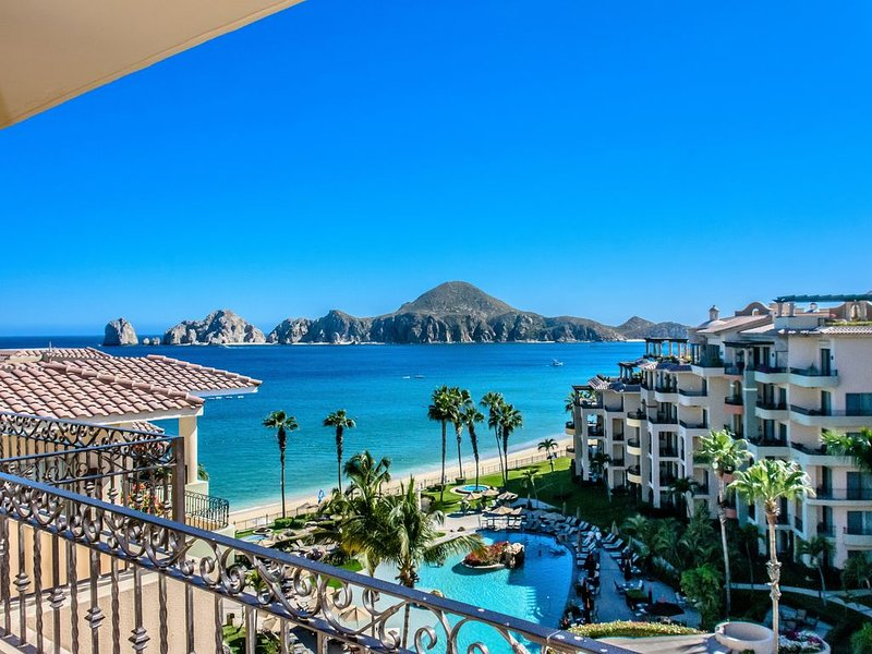This View! Overlooks pool & Land's End from your stunning villa!, location de vacances à Los Cabos