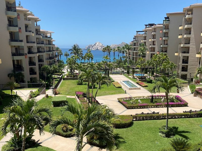 Beautifully refurnished, Stunning Ocean Views from every room!, location de vacances à Cabo San Lucas