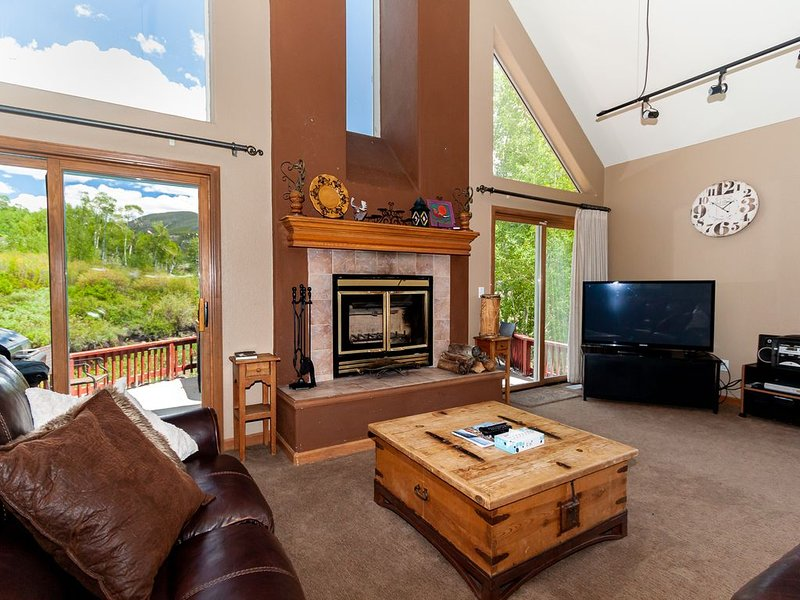 5 BR Home; Slope Views; Great Room w/Vaulted Ceiling; Private Location, holiday rental in Keystone