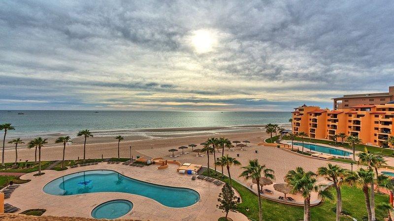 Right on the Beach! Ocean Front 2 Story Penthouse - Puerto Peñasco, Sonora, vacation rental in Puerto Penasco