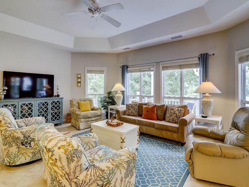 Fabulous, spacious 2nd floor villa close to the beach!, location de vacances à Parris Island
