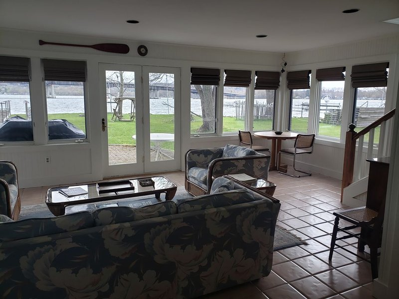 Bemus Point Lakefront cottage, alquiler vacacional en Jamestown