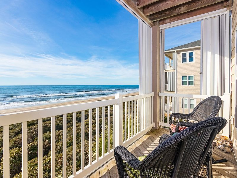 Rolling Waves: The Oceanfront Condo of Your Daydreams, vacation rental in Salter Path