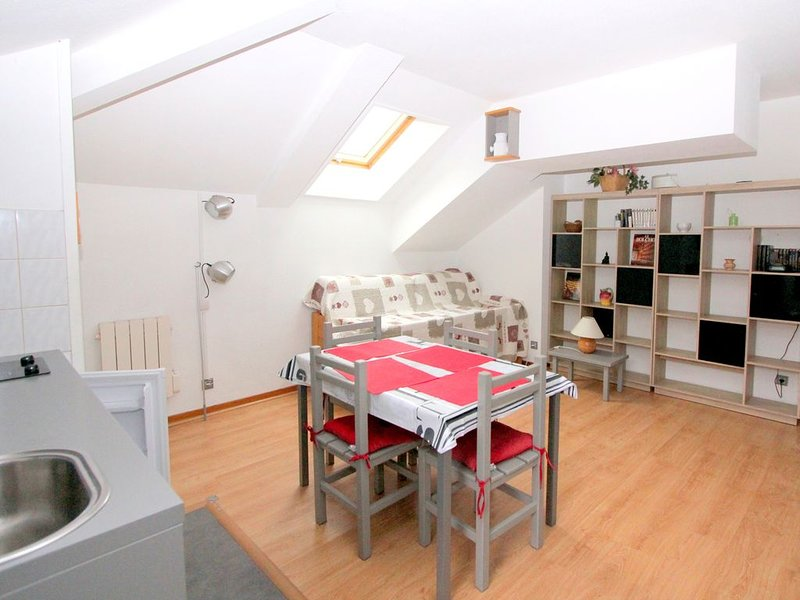 NOUVEL appartement en ligne à 2 pas de Méribel, holiday rental in Brides-les-Bains