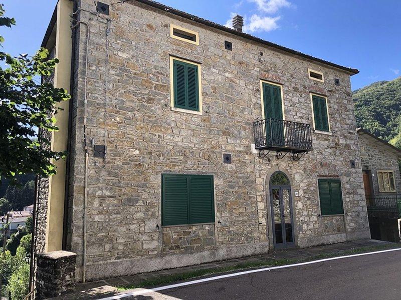 Appartamento posizione centrale con vista panoramica, vacation rental in Chiesina-Farne