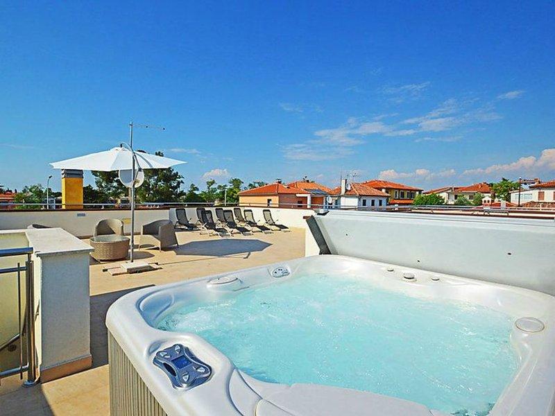 Villa Alpa 5, alloggio in Punta-Umag, climatizzato, WiFi, parcheggio gratuito, alquiler vacacional en Umag