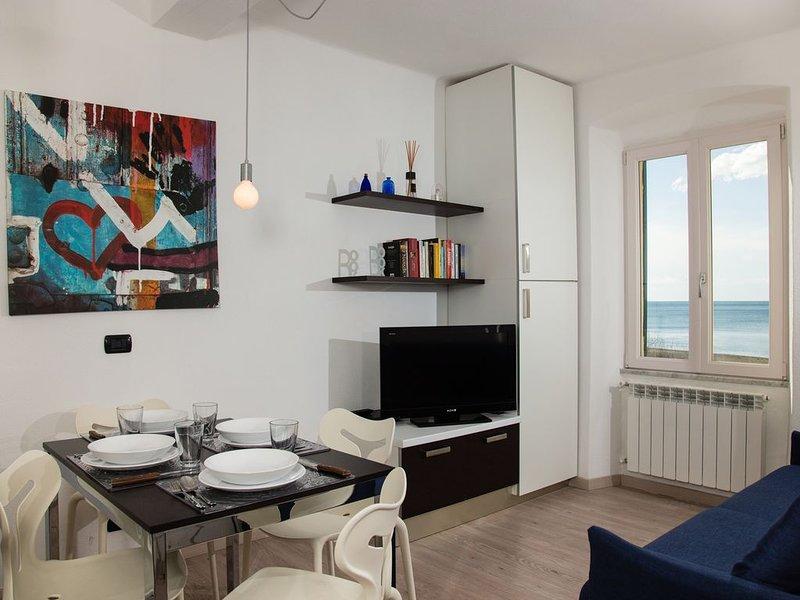 Sulla spiaggia, vista mare, meravigliosa casa vacanze, location de vacances à Casarza Ligure