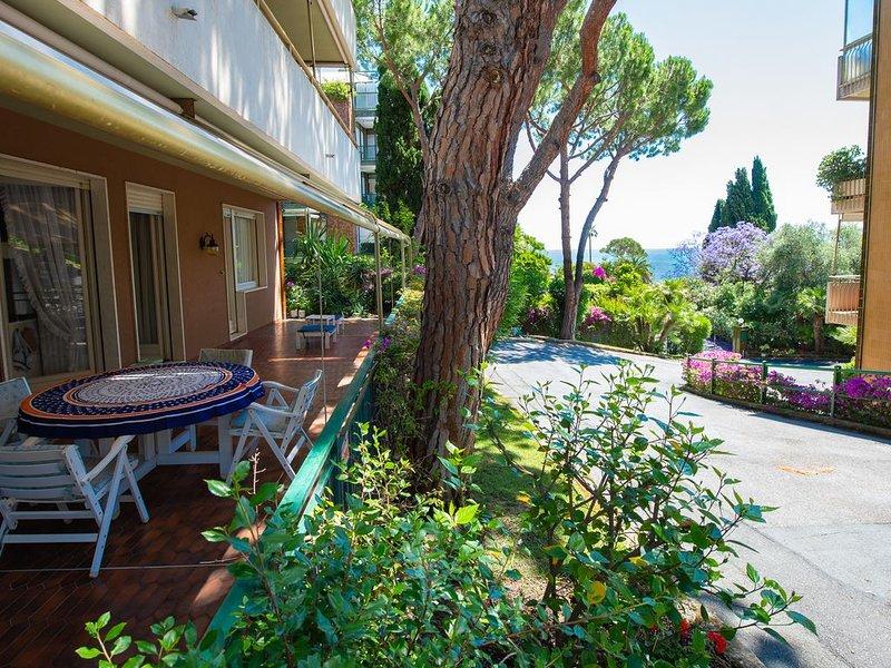 Elegante e spazioso appartamento con vista a Sanremo, holiday rental in Sanremo
