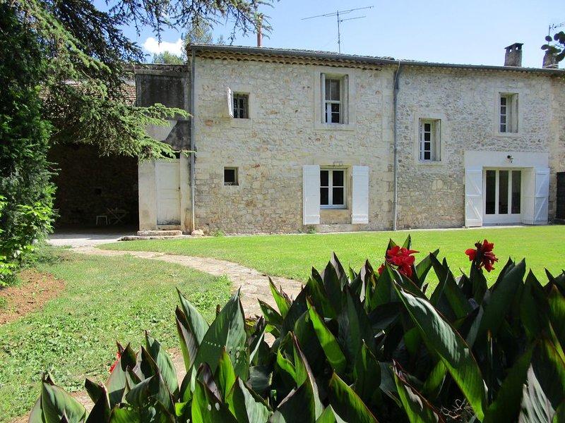Belle maison de caractère, au calme avec grand parc, préau, à 20 mn des plages, vacation rental in Baillargues