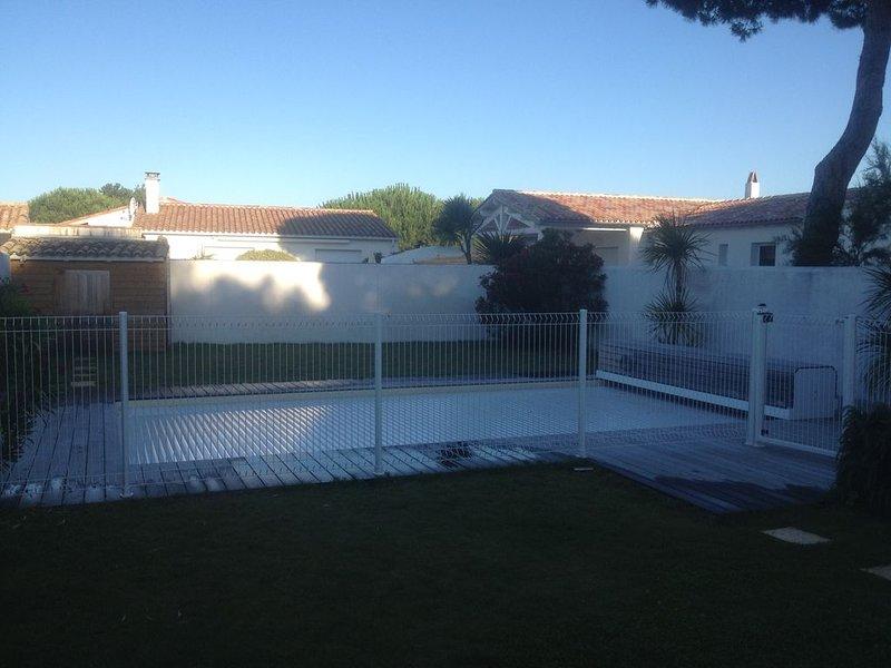 belle villa proche plage et centre bourg, holiday rental in Le Bois-Plage-en-Re