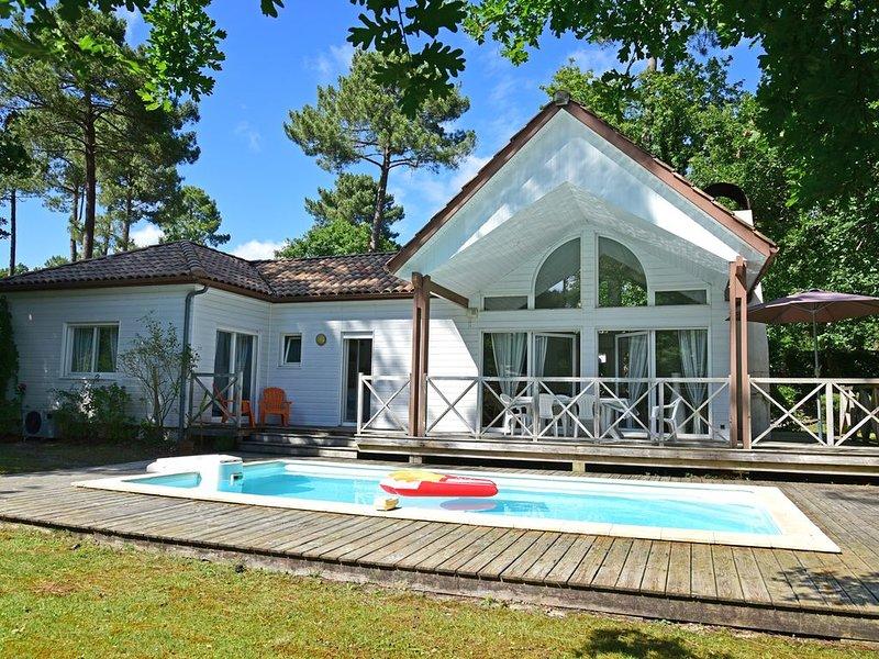 Villa dans le Golf de Biscarrosse pour 6 personnes, avec piscine chauffée., vacation rental in Biscarrosse